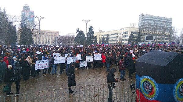 ВДонецке начался митинг против невыполнения Украинским государством Минских договоров